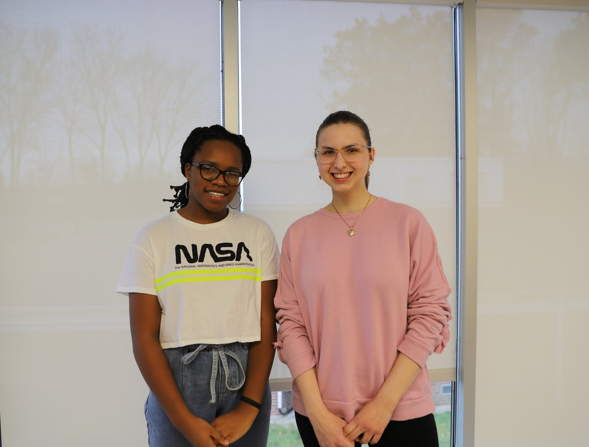 Fechi Inyama '20 and Alexandra Glezer '20 Receive Prize for Excellence in French!